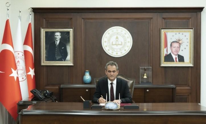 Milli Eğitim Bakanı Mahmut Özer açıkladı: Açık öğretim öğrencilerine yeni sınav hakkı